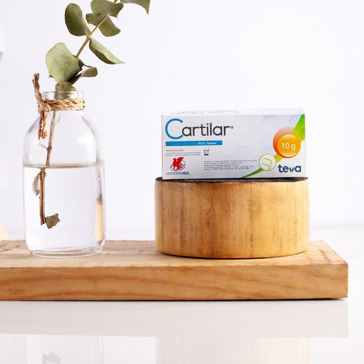 Una caja de Cartilar sobre una madera
