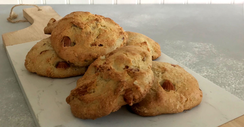 galletas de almendras sobre el plato